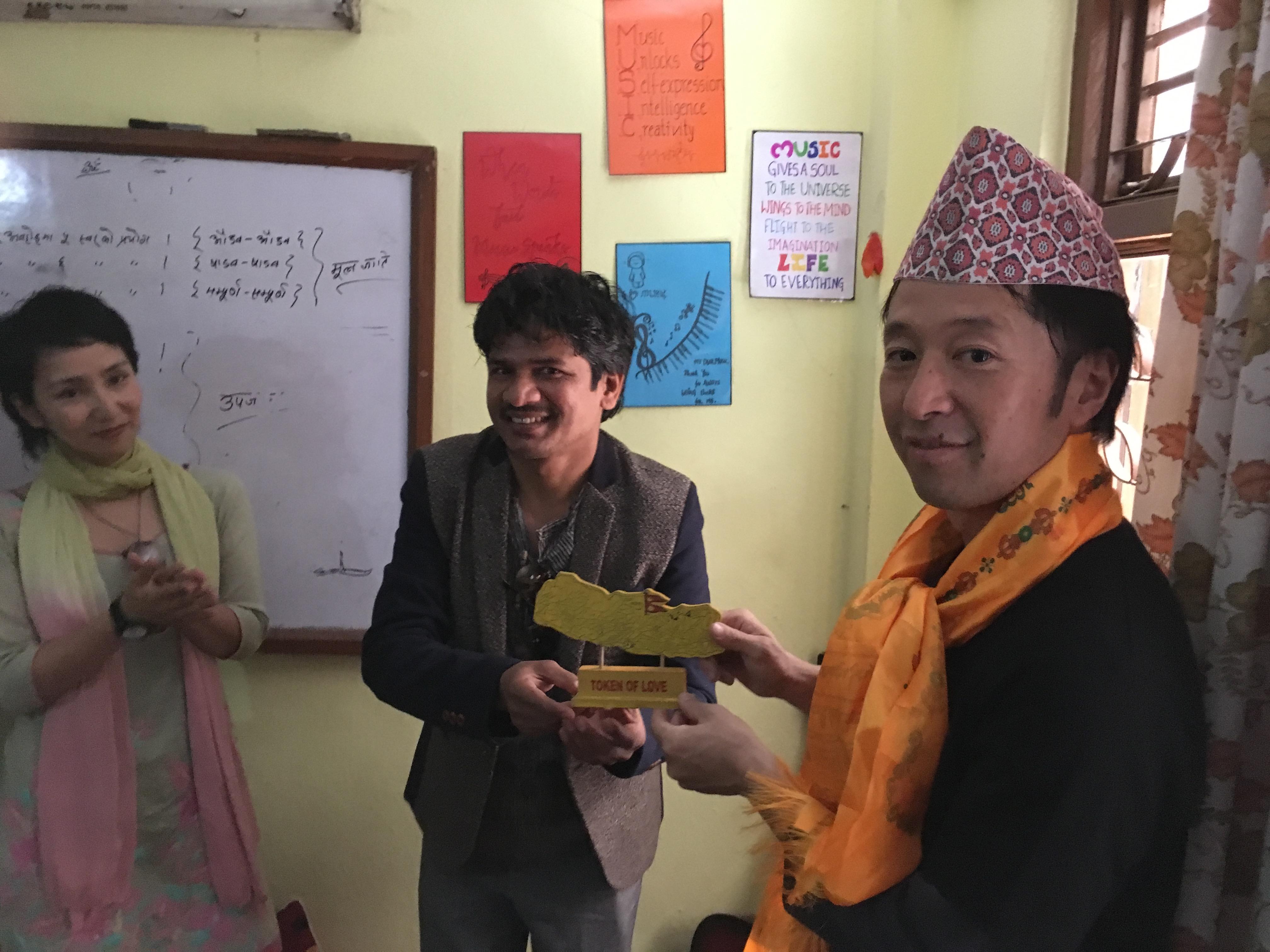 ナラハリさんに帽子とスカーフを頂きました